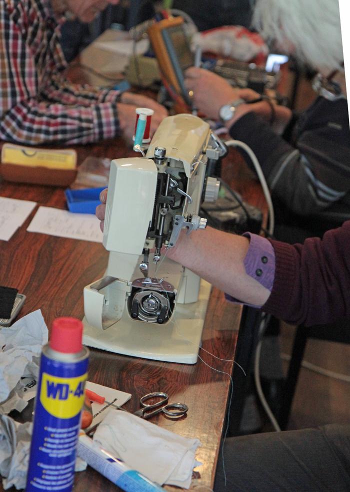 Repair cafe weer op 3 oktober, foto's 3 mei Computer Opschonen